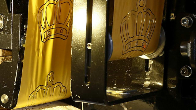 gold_toilet_paper (5)