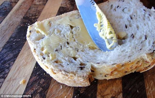 knife_grates_butter_straight_fridge (4)_s