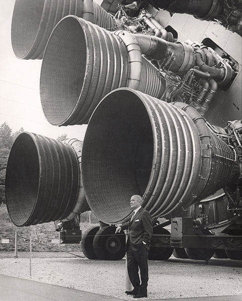 483px-S-IC_engines_and_Von_Braun