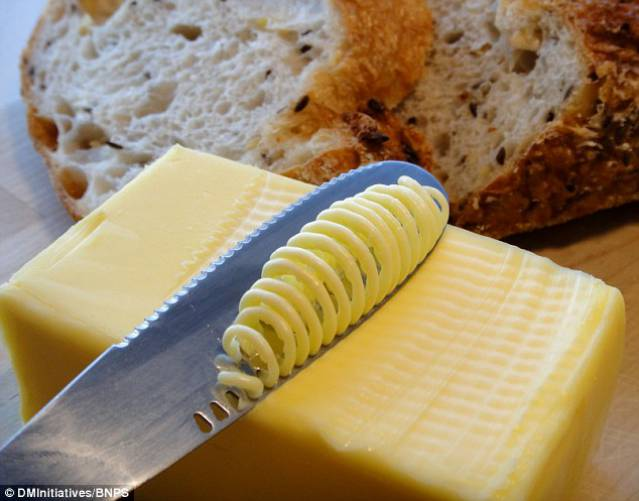 knife_grates_butter_straight_fridge (1)_s