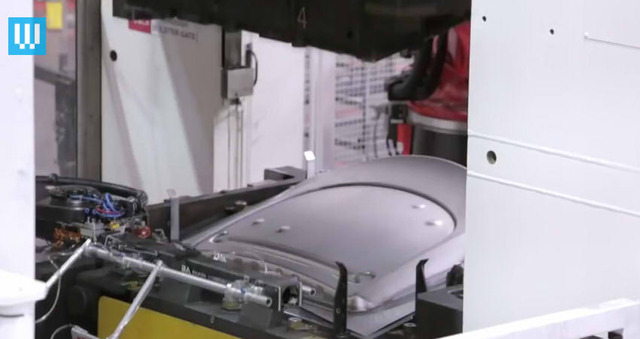 How the Tesla Model S is Made04