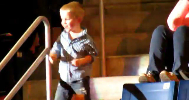 Little boy dancing4