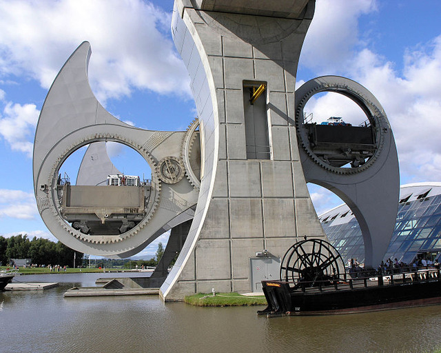 750px-Falkirk_Wheel_Moving_2