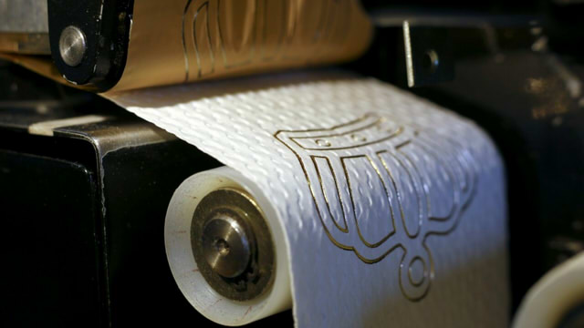gold_toilet_paper (2)